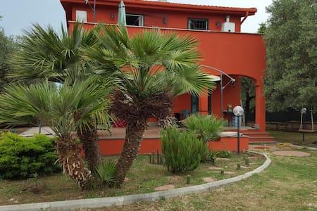 THE BELL HOUSE -  3 CAMERE MATRIMONIALI IN VILLA. - Campagnano di Roma - Villa