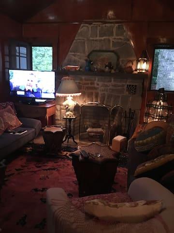 Casa Contra Campo, Neo Roccoco in the Catskills