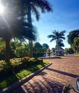 Waterfront Luxury Apt w/ Pool & Gym - Boca Raton