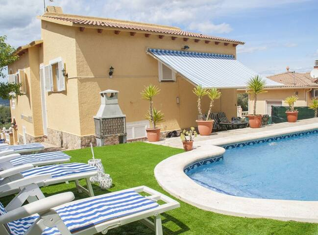 Wonderful villa with private swimming pool and BBQ