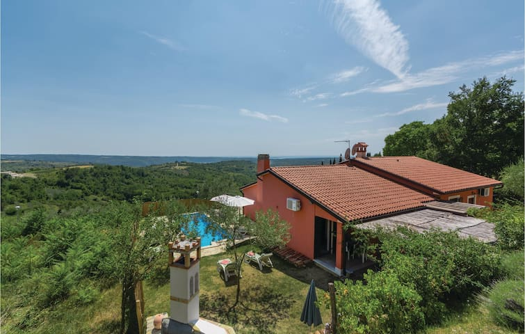 Holiday cottage with 4 bedrooms on 135 m² in Buje
