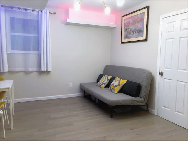 Remodeled Guest Suite Near Food/Shopping & MUNI