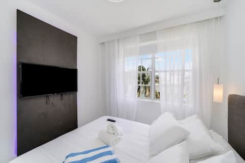 Modern Apartment in South Beach w/ free parking.