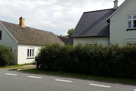 Hyggeligt hus i rolig landsby. - Kerteminde - House