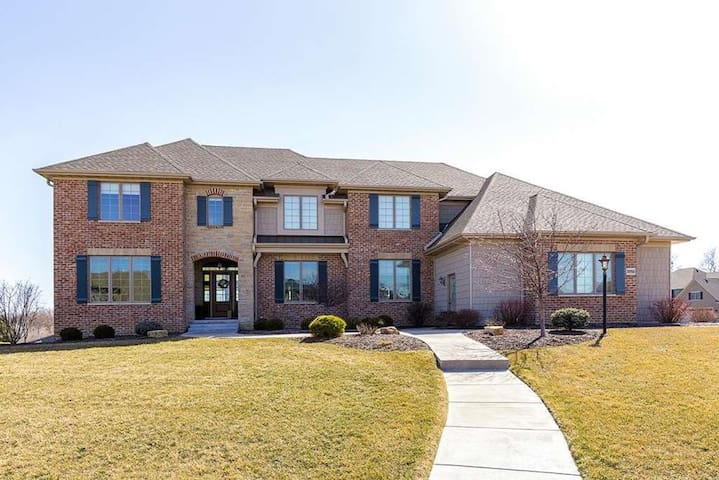 Large, 6BR home ~20 min to TPC