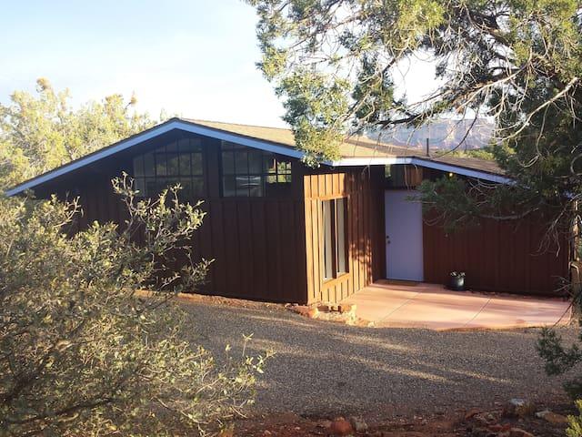 Peaceful & Private Studio Cabin in West Sedona