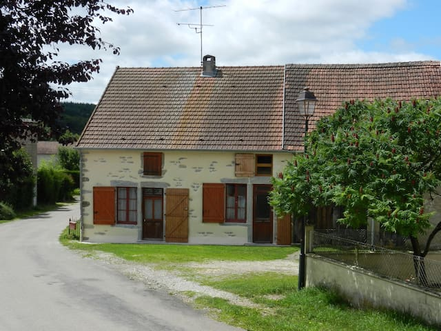 Burgundy wine country cottage - Saisy - Huis