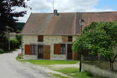 Burgundy wine country cottage - Saisy - Дом