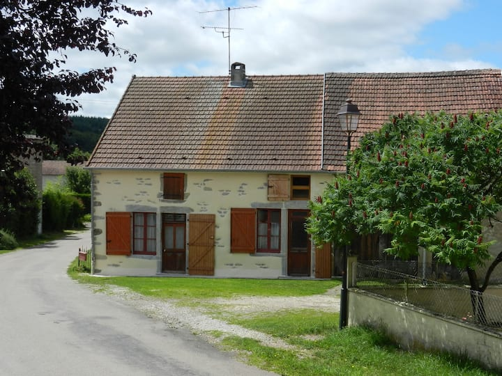 Comfy Burgundy wine country cottage near Beaune