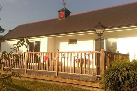 Cosy cottage close to beach with own alpaca! - Kinsale