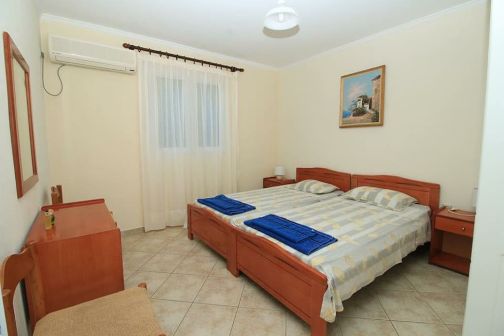 The house has two (2) bedrooms that can accomodate four (4) persons.  La casa ha due (2) camere da letto che può ospitare quattro (4) persone.