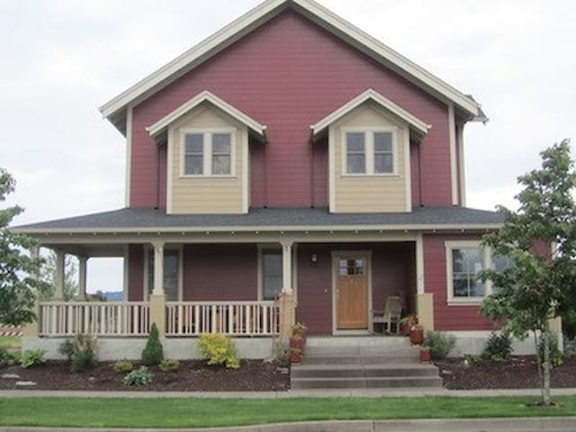 Custom built 3BD/2.5BA home in Oregon wine country - Monmouth
