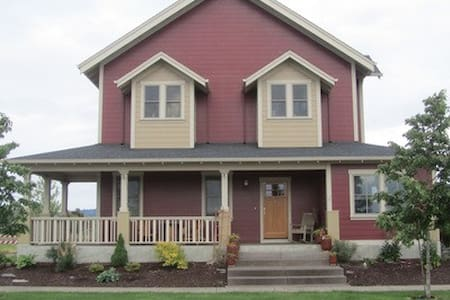 Custom built 3BD/2.5BA home in Oregon wine country - Monmouth - Hus