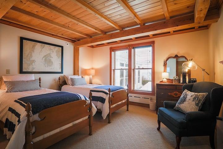 Spouter Inn Bed & Breakfast - Chart Room