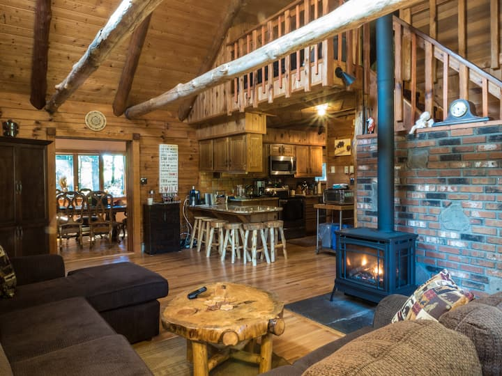 Log Cabin * Hot Tub * Sauna * 4.6 mi. Bethel Woods