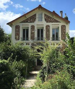 Petit studio pr max 2 pers entre Paris et Disney