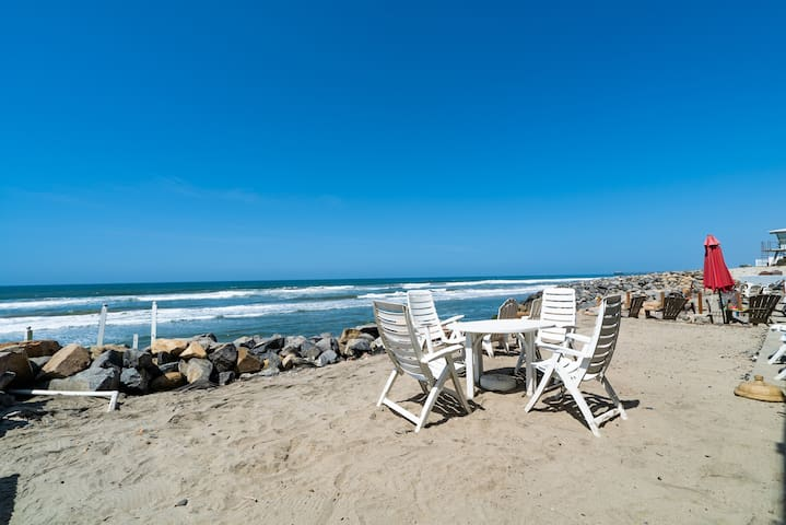 Oceanfront w/ Private Beach-The San Castle