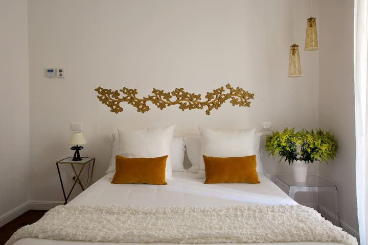 01 DOMUS SANSEVERO, Luxury Room in Napoli center
