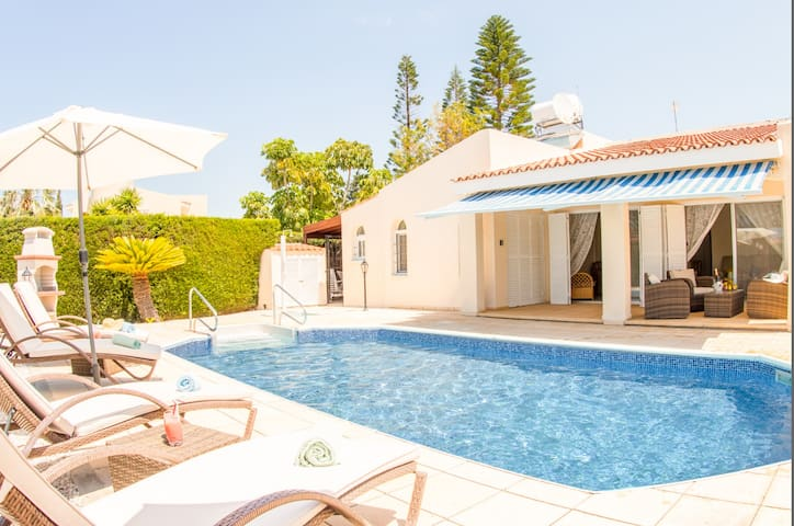 Bungalow Casa Bella - Peaceful Bungalow with Private pool and Garden, 5 min walk from Coral Bay