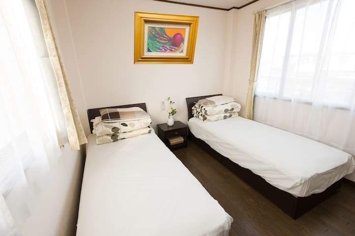 泉 Izumi 2 beds RM 1 for 2-3 people 24H to Airport