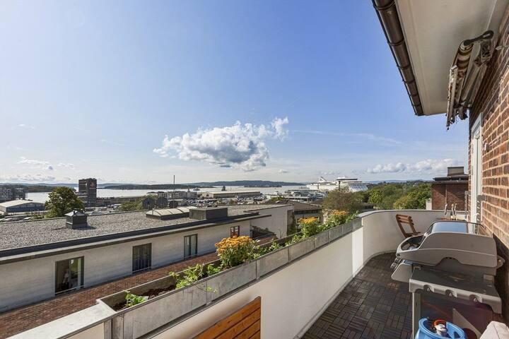 Toppleilighet-penthouse sentral med flott balkong