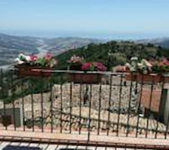 Pace e relax nella quiete di Castroregio!!! - Castroregio - Гестхаус