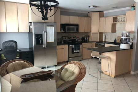 LQQK Clearwater Condo Close to everything!