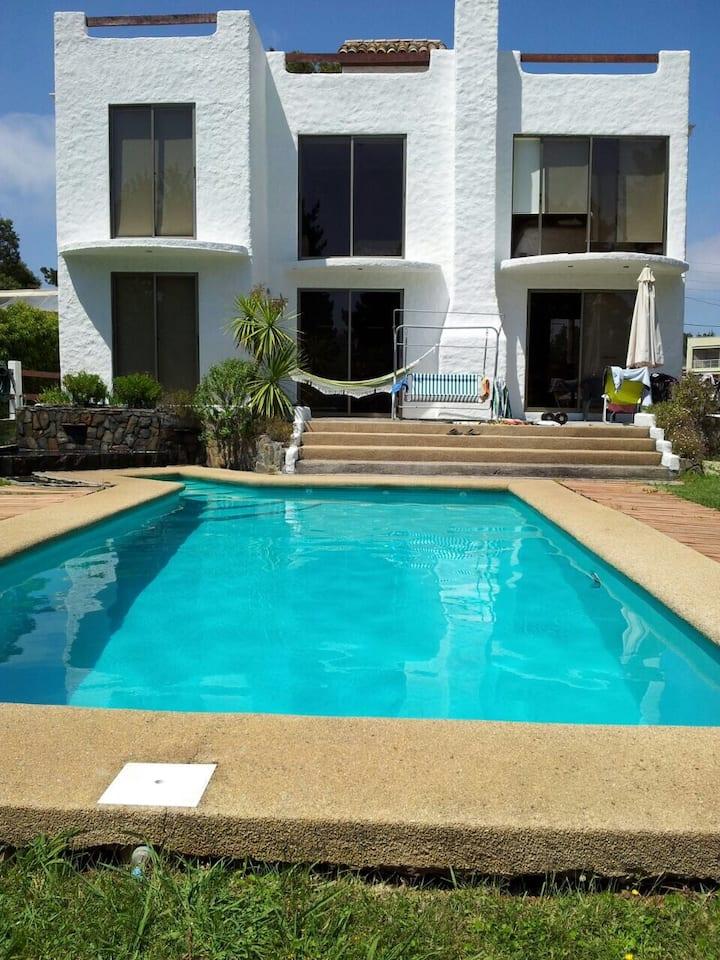 PINGUERAL: Casa a pasos de la playa para 8 pax.
