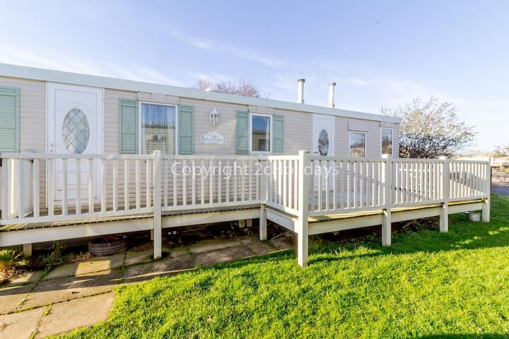 Spacious caravan for hire in Hunstanton at Manor park holiday park ref 23047B
