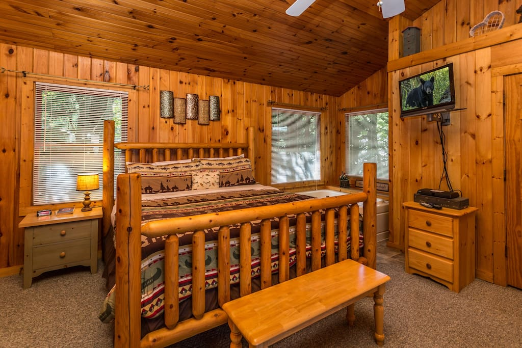 Gorgeous Hardwoods And A Cozy Log King Bed!