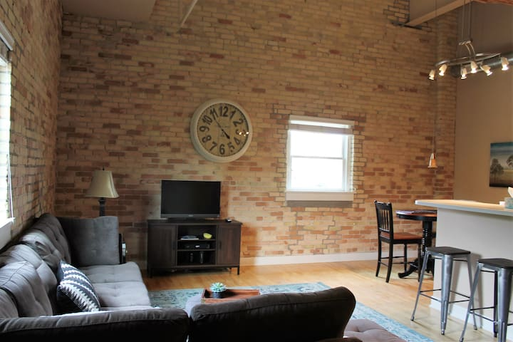 Downtown Luxury Loft Style 2BR/2Bath Condo - Grand Haven - Lyxvåning