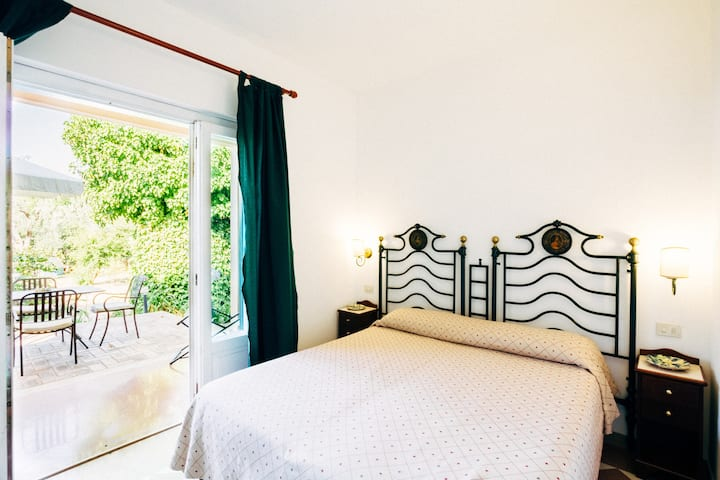 Deluxe double room with sea view and private patio