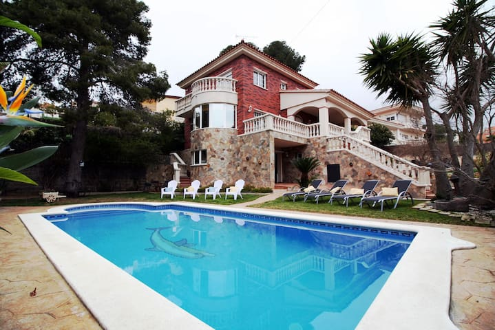 Villa Lotus, villa in Calafell with private pool - Calafell
