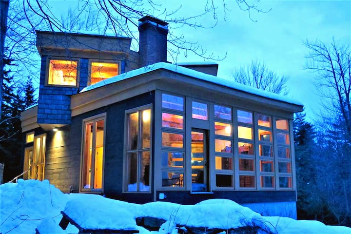 The Architect's Cabin, on 10 Wooded Acres