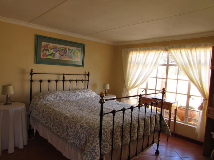 Mrs. B's Self Catering Cottage (Be like family)