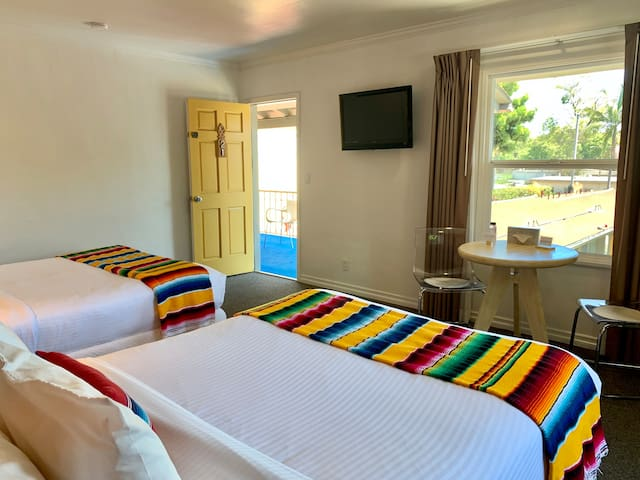 Deluxe 2 Double beds - The Agave Inn