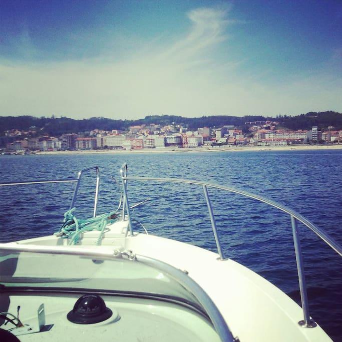 ¡Bienvenidos a la Ría de Arousa! Disfruta de un paseo en barco y descubre las mejores playas e islas del entorno...