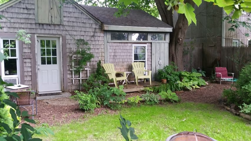 Tiny House Cape Cod 2 Miles drive to Beach