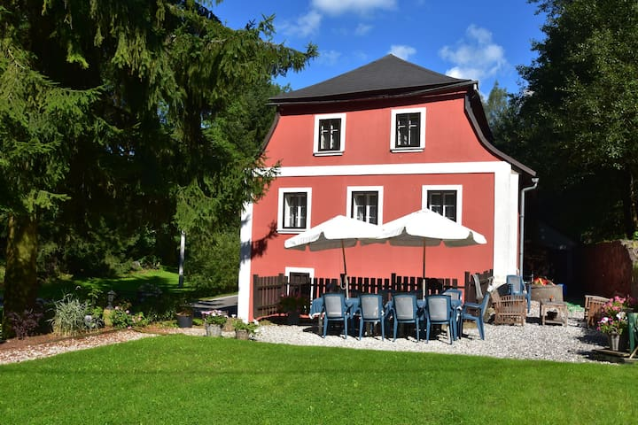 Beautiful group accommodation for summer or winter in the middle of the Krkonose nature reserve.