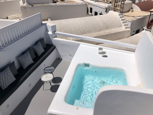 Roofs of Chora, Town House with  Rooftop Pool