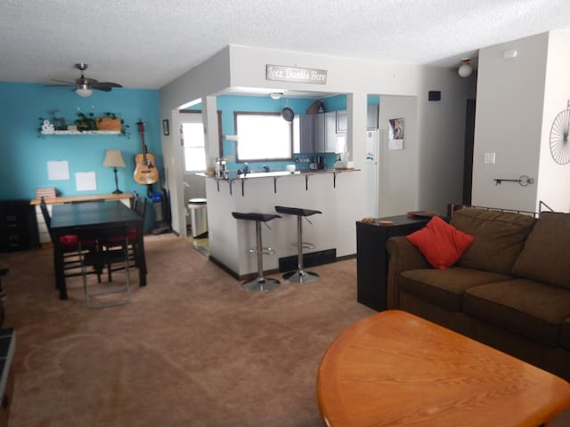 Family Friendly Home, 2 blocks from Downtown