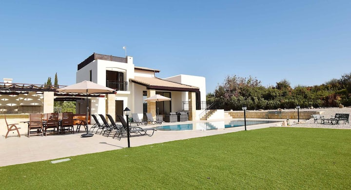 Fantastic golf view Villa Inia (26) on Aphrodite Hills Resort, within walking distance to resort centre