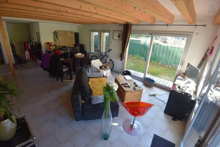 Chambre dans jolie maison - Thônes - House