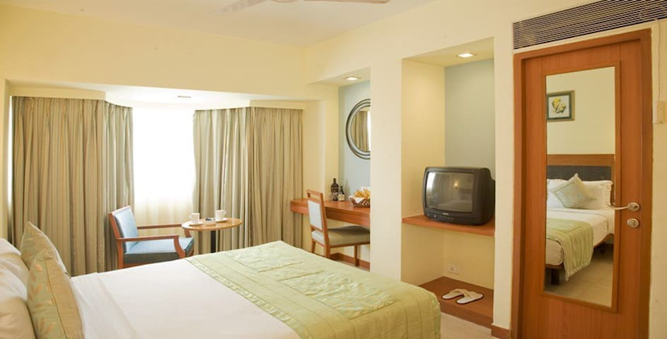 ★ Beach Resort Executive Room In Benaulim, Goa ★