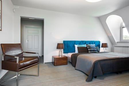 Room number four - Wierzchowisko