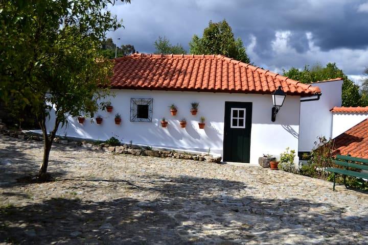 Casa de Lamas - ALAMBIQUE cottage