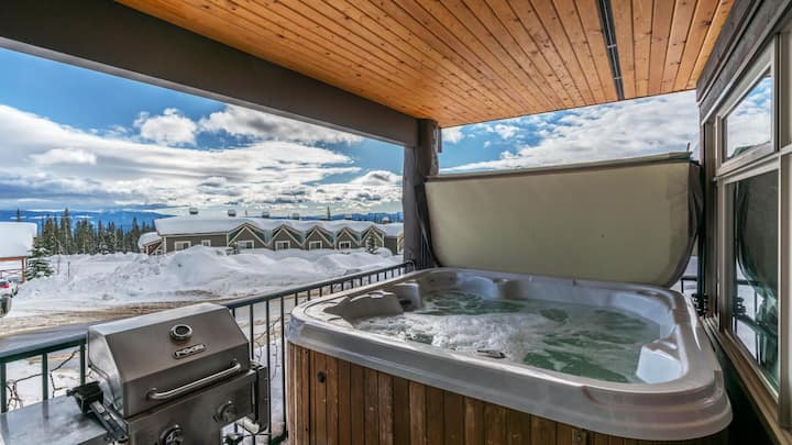 Luxury Pet Friendly Condo w/ Private Hot Tub & Mountain Views