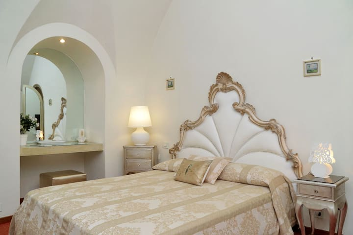 Manieri Private Accommodations - Golden Room - Roma - Bed & Breakfast