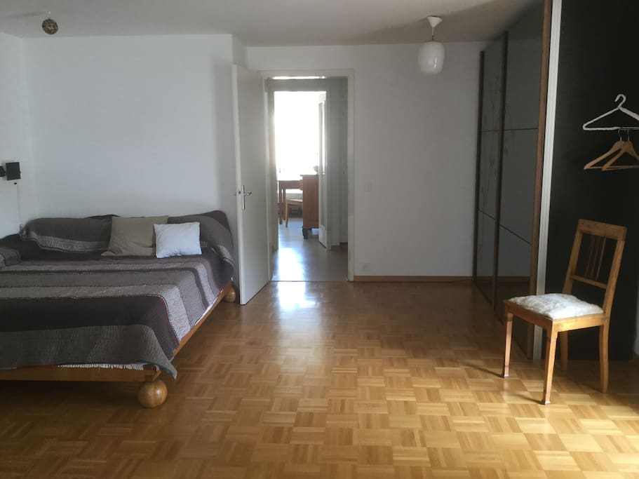grosses Wohn/Schlafzimmer  mit Doppelbett