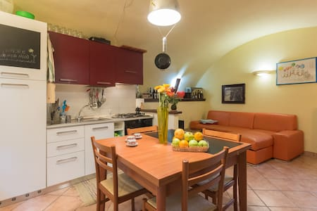 Free apartment in old town center - Ivrea - Lejlighed